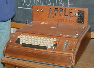 Les premiers ordinateurs apple de 1976 1983 paradoxal news - Invention premier ordinateur ...